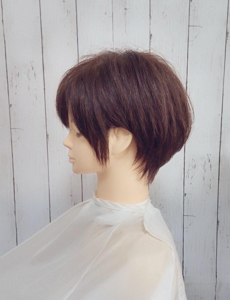 ショートヘアと毛先の表情