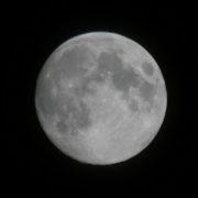 ミラーレス一眼レフカメラで月を撮ったらびっくりするほど綺麗だった…