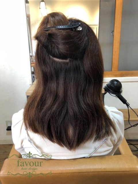内側からうねって髪が膨らんでしまう 削ぎすぎが原因でさらに傷んで見えてしまっている