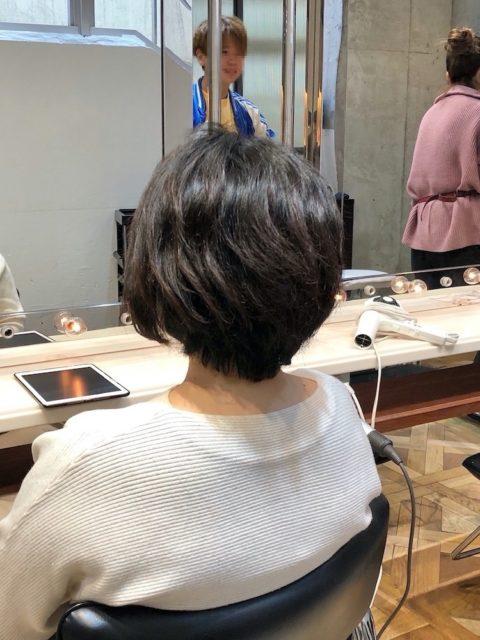 くせ毛を生かしたショートヘア 青山・表参道の美容師