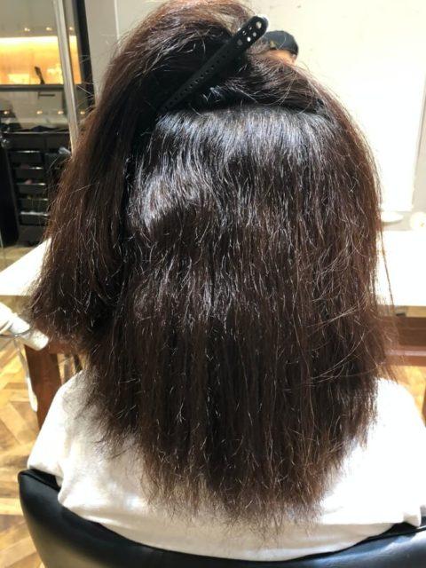 くせ毛だけでなく、アイロンによるダメージの積み重ねで膨張してしまっている髪