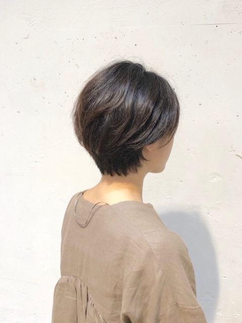 くせ毛を生かしたショートヘア 青山・表参道でくせ毛カットが得意な美容師